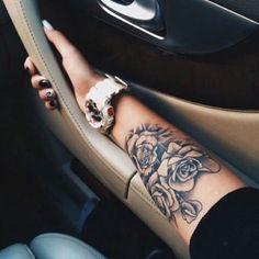 nice Women Tattoo - Impressive Forearm Tattoos for Women. Rosen Tattoo Arm, Rosen Tattoos, Trendy Tattoos, Small Tattoos, Cool Tattoos, Tatoos, Mens Tattoos, Girly Tattoos, Rose Tattoos For Women