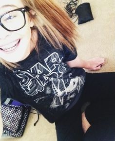 Popular girl at leas school) omg look at the nerd! Who do you think you are? You fat whore! Acacia Clark, Acacia Brinley Tumblr, Buckle Outfits, American Eagle Outfits, Popular Girl, Scene Girls, Strong Girls, Scene Hair, Tumblr Girls