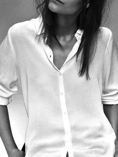 La chemise blanche, un basic hautement indispensable!  ...mon prochain achat (oui oui, je n'en ai aucune.)