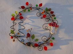 """Ráno slečny \""""Amanity\"""" :-) Christmas Crafts, Christmas Decorations, Wire Wreath, Cross Stitch Charts, Suncatchers, Projects To Try, Sculpture Ideas, Wreaths, Beads"""