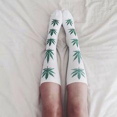 Weed Socks, Huf Socks, Stoner Style, Flip Flop Socks, Stoner Girl, Types Of Fashion Styles, Look Fashion, Cannabis, Ganja