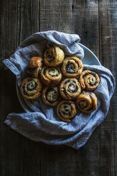 Blueberry and Almond Morning Buns | HonestlyYUM