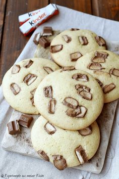 Children& chocolate - cookies - experiments from my kitchen-kinder Schokolade – Cookies – Experimente aus meiner Küche Experiments from my kitchen: children& chocolate – cookies - Baking Recipes, Cookie Recipes, Dessert Recipes, Cupcake Recipes, Cupcakes, Fun Cookies, Drop Cookies, Diy Food, Chocolate Chip Cookies