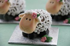 Wonderful DIY Hello Kitty Egg and More 12 Easter Egg Projects Sheep Cupcakes, Sheep Cake, Easter Cupcakes, Easter Lamb, Easter Eggs, Easter Bunny, Eid Party, Eid Al Adha, Adha Mubarak