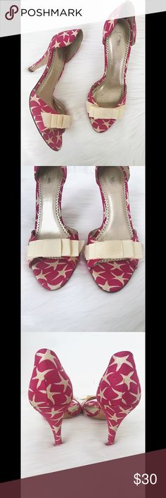 "J. Crew bow peep-toe heels No box. 3.5"" heels.   NO TRADES 🙅🏻 ALL REASONABLE OFFERS ARE ACCEPTED 😊👍🏽 NO LOWBALLERS!!! 😒✌🏽️✌🏽 LET'S BUNDLE!!!! 🎋🎉🎁🎊🎈(23) J. Crew Shoes Heels"