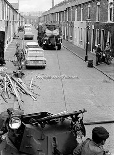 Lower Falls Road Curfew N Ireland 1970 Northern Ireland Troubles, Belfast Northern Ireland, Ireland Uk, British Armed Forces, Military Helicopter, Irish Eyes, British Army, Military Art, British History