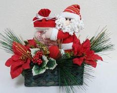 Mi Fiesta Creativa: Arreglos navideños de muñecos en cestos o canastas Christmas Snowman, Christmas Wreaths, Basket Decoration, Christmas Centerpieces, Sell On Etsy, Poinsettia, Etsy Seller, Holiday Decor, Red