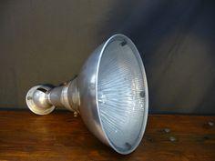 #linsladeantiques #vintage #vintageantiques #salvage #vintageholophanelight #vintagelamp #vintageoldlight #antiquelight #vintagelight