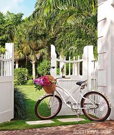 As you know, I have been obsessed with pink Palm Beach homes lately, and this Palm Beach vacation home, featured in the June issue of Tradit...