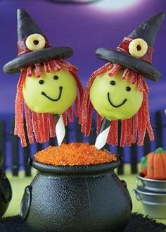 Get creative with these cute witch cake pops for your Halloween party. The delicious bites of Betty Crocker® SuperMoist® cake mix and Whipped cream cheese frosting are decorated with Bugles®, Fruit by the Foot®, Fruity Cheerios® and other candies! Halloween Cake Pops, Halloween Desserts, Cute Halloween, Halloween Treats, Halloween Witches, Halloween Magic, Halloween Stuff, Costume Halloween, Party