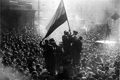 Proclamación de la Segunda República en la Puerta del Sol de Madrid. Alfonso Sánchez Portela, 1931, Ministerio de Cultura