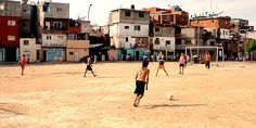 'Pelada' meaning street-soccer in Brazil is a documentary film about the people that play soccer all over t. Villas, Street Football, Argentina Football, Soccer Photography, Football Pictures, Play Soccer, World Cup 2014, Slums, Far Away