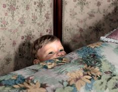 Prince Andrew in Lisa's favourite 'peek-a-boo' photograph in 1962 - A new book tells the s. Prince William And Kate, Prince Philip, Prince Harry And Meghan, Old Prince, Young Prince, Princess Elizabeth, Princess Margaret, Prinz Andrew, Royal Lodge