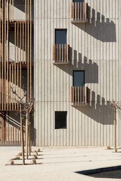 Passelac & Roques Architectes, KEVIN DOLMAIRE · LOGEMENTS SOCIAUX Hotel Architecture, Architecture Portfolio, Facade Architecture, Contemporary Architecture, Courtyard House Plans, Social Housing, Indoor Outdoor Living, Construction, Hostel