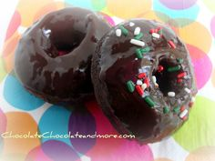 Chocolate Donuts with Chocolate Glaze are a great way to start a family breakfast. This recipe makes a big batch so it's perfect for famil. Bakery Recipes, Donut Recipes, Copycat Recipes, Chocolate Cake Donuts, Chocolate Glaze, Baked Donuts, Doughnuts, Tim Hortons, I Love Food