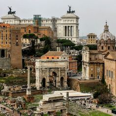 Foro Romano /The remnants of the ancient greatness.