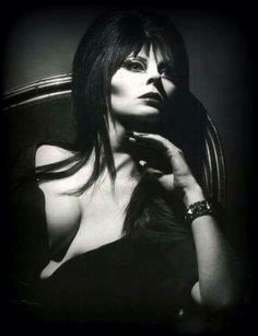 Elvira Mistress of the Dark (Cassandra Peterson) Cassandra Peterson, Elvira Movies, Broly Ssj3, Dark Romance, Art Beauté, Goth Beauty, Classic Monsters, Actrices Hollywood, Gothic Girls
