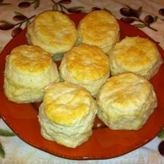 Mile High Biscuits This recipe is from the Tinsley House Cookbook. The Tinsley House is an old farm house that's part of the Museum of the Rockies in Bozeman, MT. I made these biscuits for the first time recently and they are by far the best biscuits I'v Baking Powder Biscuits, Buttermilk Biscuits, Blueberry Biscuits, Yeast Biscuits, Sour Cream Biscuits, Angel Biscuits, Fluffy Biscuits, Biscuits And Gravy, Mile High Biscuit Recipe