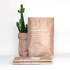 Le sac en kraft brun is the big brother of le sac en papier. Designed and printed in France these bags are made from 4 ply kraft durable 1005 recycled paper. Brand Packaging, Packaging Design, Kraft Bag, Fibres, Desk Accessories, Kraft Paper, Bag Storage, Storage Boxes, Decoration