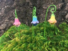 These adorable flower bell garden decor glow in the dark! They are perfect to…