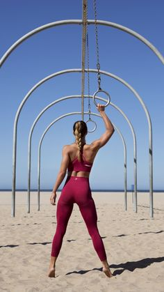 With their stunning and form fitting shape, the new Beet Seamless High Waisted Cropped leggings are beautifully different when paired with the Cross-Back Sports Bra.
