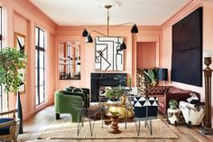 Architect Carmel Greer inspired by various styles and trends. In the design of her Washington home, delicate pink walls are combined with rough black ✌Pufikhome Good Living Room Colors, Eclectic Living Room, Living Room Color Schemes, Living Room Paint, Peach Living Rooms, Peach Rooms, Eclectic Bedrooms, Eclectic Decor, Colour Schemes