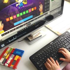3 sites with fun typing lessons for kids. Stop the slow, frustrating hunt-and-peck habit. Teach your kids with online programs for FREE! Typing Lessons for Kids I've always used online teachi… Writing Lesson Plans, Writing Curriculum, Homeschool Books, Writing Lessons, Learning Games For Kids, Learning Numbers, Learn To Type, Kindergarten, Geography For Kids