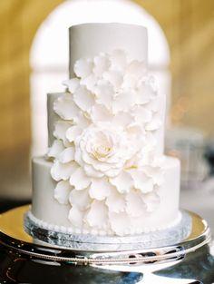 Beautiful wedding cake: http://www.stylemepretty.com/texas-weddings/2014/09/17/intimate-ranch-wedding-in-texas/ | Photography: Jared Tseng - http://www.jaredtseng.com/