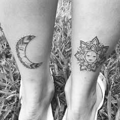 """Tatuagem enviada pela nossa seguidora <a href=""""http://instagram.com/raphaelamrr"""">@raphaelamrr</a> pela tatuadora <a href=""""http://instagram.com/talitatattoo"""">@talitatattoo</a>!  Você gosta mais do sol ou da lua?"""