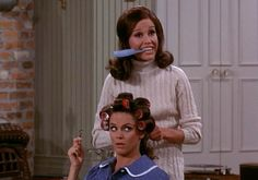 Best Pal, Mary Richards, helping Rhoda keep that Boho Chic look, at all times! Sleep In Hair Rollers, Mary Tyler Moore Show, Wet Set, Young Celebrities, Best Pal, Bobe, Online Photo Gallery, Roller Set, Golden Girls
