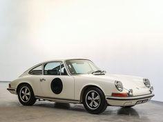 Deze matching-numbers Porsche 911 S 2.2 uit 1969 wordt te koop aangeboden door RM Sotheby's via Classic Driver. De auto is nieuw geleverd in de USA in de...