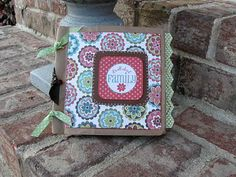 Paper bag album tutorial by Kristie Paper Bag Books, Paper Bag Crafts, Paper Bag Album, Paper Bags, Paper Bag Scrapbook, Scrapbook Journal, Scrapbook Cards, Mini Albums Scrap, Mini Scrapbook Albums