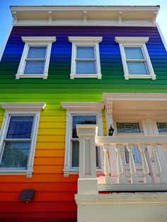 Taste the Rainbow of 32 Flavors (and Then Some): Spanning the entire color spectrum from red, orange and yellow through green, blue and violet, this incredible exterior paint job blends seamlessly from top to bottom. Would be an awesome beach house! Over The Rainbow, Exterior House Colors, Exterior Paint, Stucco Paint, Rainbow House, Rainbow Family, Crazy Houses, Somewhere Over, World Of Color