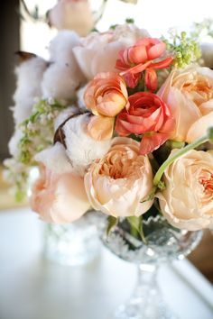 Peach-Peony-Cotton-and-Coral-Ranunculus | photography by http://www.simplyjessie.com/