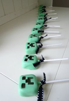 How to make Minecraft Creeper Cake Pops • by @CakeJournal