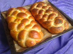 Pychaa: Maślana chałka drożdżowa Best Keto Bread, Homemade Soft Pretzels, Polish Recipes, Bread Rolls, How To Make Bread, Holiday Baking, Coffee Cake, Bread Baking, Food And Drink