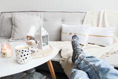 Living Room Decor, House Design, Throw Pillows, Luxury Designer, Interior Design, Bed, Decorating Ideas, Interiors, Holidays
