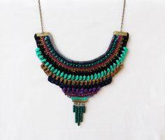 Crochet bib necklace/ statement necklace/ por laviniasboutique, €32,00