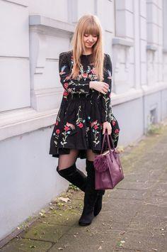 Hallo ihr Lieben, ich habe mich bei diesem Outfit an ein sehr beliebtes It-Piece der Bloggerszene getraut. Dieses geblümte Kleid...