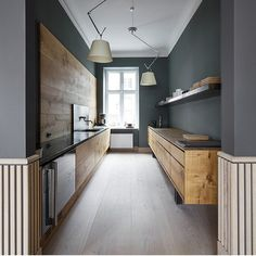 The kitchen in our new showroom in Copenhagen is made entirely of Dinesen HeartOak planks by the skilled craftsmen @gardehvalsoe. The flooring is Dinesen GrandOak and the appliances are from @electroluxgrandcuisine #dinesen #dinesencph #dinesenheartoak #dinesengrandoak #gardehvalsoe #electroluxgrandcuisine photo by: @gardehvalsoe