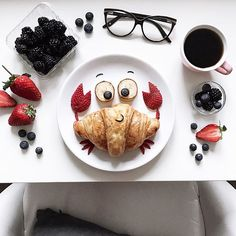 Crossaint crab by D A R Y N A K O S S A R ( I would hang this in my kitchen somewhere , it's really cool. Food Art For Kids, Good Food, Yummy Food, Cafe Food, Food Humor, Croissant, Creative Food, Food Design, Kids Meals