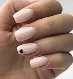 40 Best Nail Art Designs to Try Right Now - neutral nails Best Nail Art Designs, Classy Nail Designs, Pretty Nail Designs, Cute Simple Nail Designs, Teen Nail Designs, Cute Gel Nails, Short Gel Nails, Diy Nails, Pretty Nail Colors