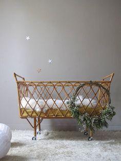vintage crib cradle rattan wicker on wheels design . Baby Girl Nursey, Baby Bedroom, Nursery Room, Nursery Decor, Boho Nursery, Kids Room Design, Interior Design Living Room, Baby Changing Station, Vintage Crib