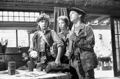 Corey Feldman, Corey Haim, and Jamison Newlander in The Lost Boys 1980s Films, 80s Movies, Cult Movies, Great Movies, Horror Movies, Movie Tv, Action Movies, Lost Boys Movie, The Lost Boys 1987