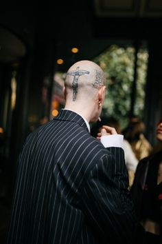 WWD's Kuba Dabrowski captured the best street style looks from Milan Fashion Week Men's Fall/Winter Cool Street Fashion, Milan Fashion, Fashion News, Mens Fashion, Fashion Trends, Dont Kill My Vibe, Mens Fall, Street Style Looks, Cute Photos