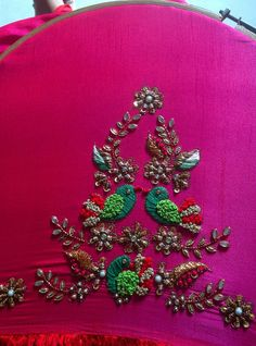 Image gallery – page 851180398298881823 – artofit Embroidery Neck Designs, Embroidery Works, Couture Embroidery, Creative Embroidery, Embroidery Motifs, Embroidery Dress, Beaded Embroidery, Sari Blouse Designs, Bridal Blouse Designs