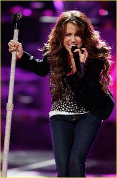 Miley Cyrus Performance, Frankie Jonas, Old Miley Cyrus, Lamar Odom, Just Jared Jr, American Idol, In Hollywood, Kardashian