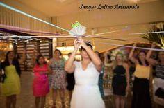 Buquê de sapinhos com fitas - casamento, wedding, festa, party, buquê, sapinho, sapo, frog, fitas, decoração, noiva, noivo, solteiras, igreja. sanguelatinoartesanato@gmail.com