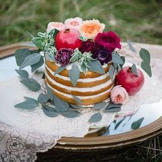 Bom dia sexta-feira!!! Que o final de semana venha super doce como essa foto da @emilymillayphotography  #weddingcake #bolodecasamento #casamento #wedding #weddingdetails #delicia #lovely #muitoamor #vontadedecomer #feitocomamor #weddingsweets #chocolate #bolo #cake #detalhesqueinspiram by zankyoubrasil