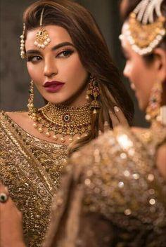 Sadia Khan looking fantastic. Indian Bridal Makeup, Asian Bridal, Pakistani Couture, Pakistani Bridal, Pakistani Makeup, Bridal Looks, Bridal Style, Make Up Bride, Pakistan Wedding
